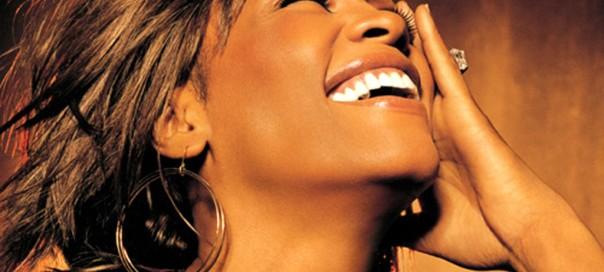 La mort de Whitney Houston annoncée sur Twitter 27 minutes avant la presse