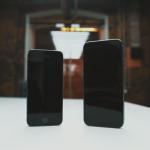 iPhone 5 & 6 debout