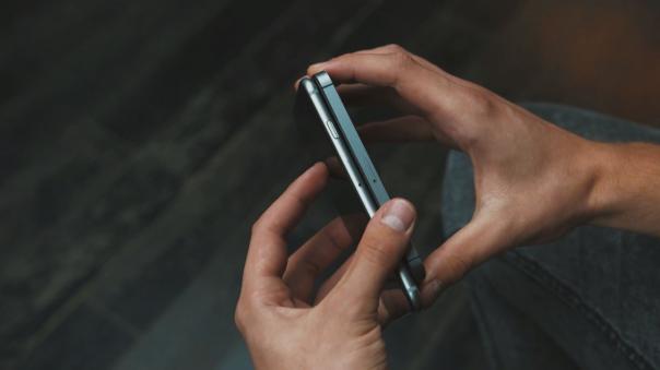 iPhone 5 & 6 : Tranche droite
