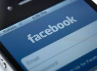 Facebook : Application mobile iOS sous iPhone