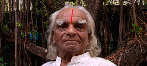 Google : Le maître B. K. S. Iyengar et le yoga en doodles