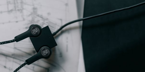 Ecouteurs B&O Beoplay H5 : Cube de recharge