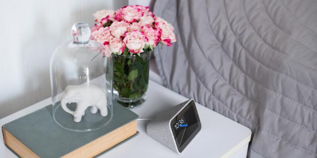 Lenovo dévoile le réveil connecté équipé de l'assistant Google